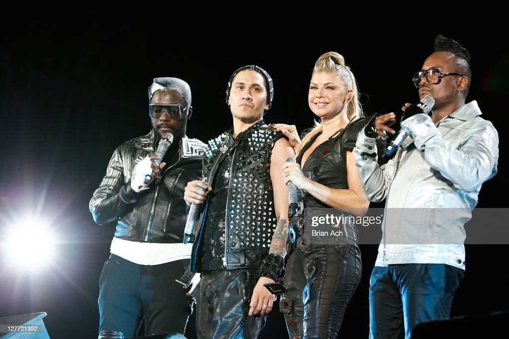 will.i.am,Taboo, Fergie and apl.de.ap of The Black Eyed Peas perform onstage during CHASE Presents The Black Eyed Peas and Friends 'Concert 4 NYC' benefiting the Robin Hood Foundation at Central Park, Great Lawn on September 30, 2011 in New York City.