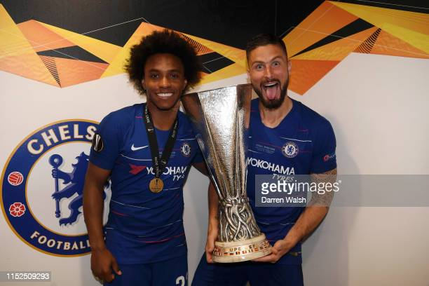 Willian and Olivier Giroud of Chelsea pose for a photo with UEFA EURduring the UEFA Europa League Final between Chelsea and Arsenal at Baku Olimpiya...
