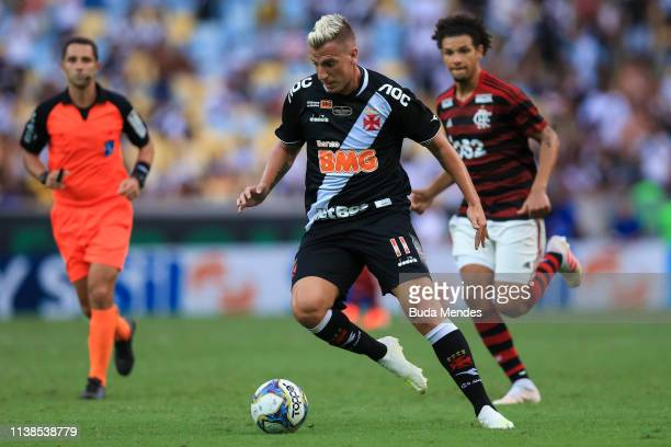 Willian Arao of Flamengo struggles for the ball with Maxi Lopez of Vasco da Gama during a match between Flamengo and Vasco da Gama as part of Rio...