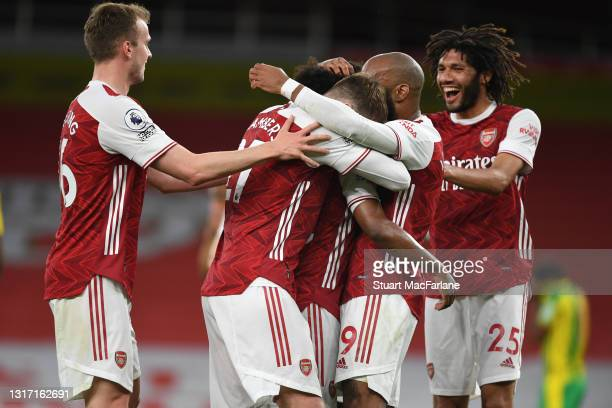 Willian celebrates scoring the 3rd Arsenal goal with Rob Holding, Mo Elneny and Alex Lacazette during the Premier League match between Arsenal and...