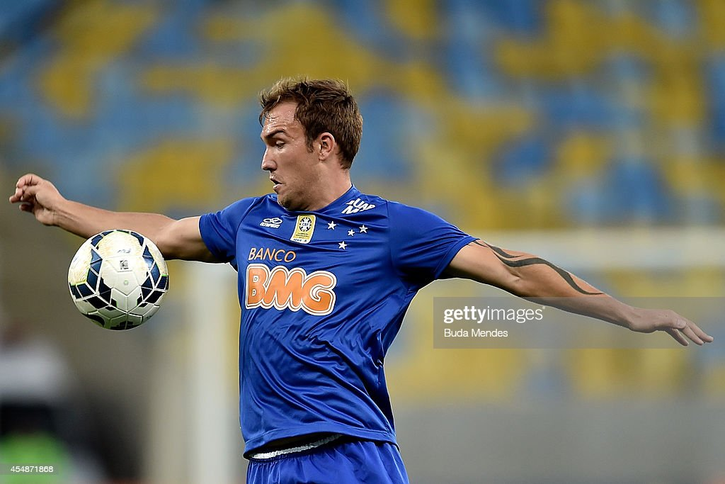 Willian Farias of Cruzeiro in action during a match between Fluminense and Cruzeiro as part of Brasileirao Series A 2014 at Maracana Stadium on September 07, 2014 in Rio de Janeiro, Brazil.