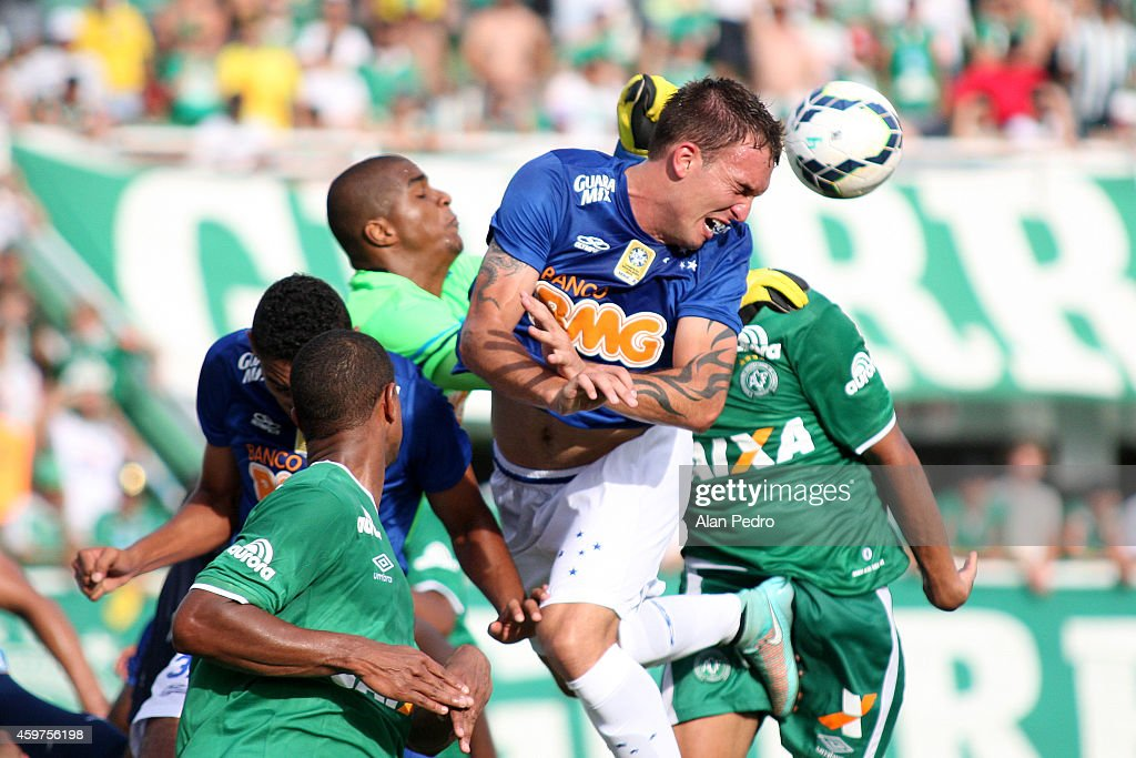 Willian Farias #15 of the Cruzeiro and Diones #11 of Chapecoense compete for a header during the between Chapecoense and Cruzeiro for the Brazilian Series A 2014 at Arena Conda Stadium on November 30, 2014 in Chapeco, Brazil.
