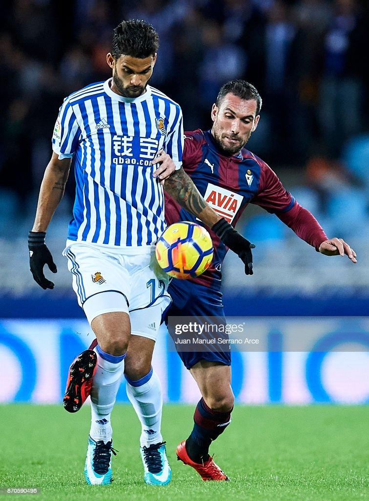 Willian Jose Da Silva of Real Sociedad (L) competes for the ball with Cristian Rivera of SD Eibar (R) during the La Liga match between Real Sociedad and Eibar at Estadio Anoeta on November 5, 2017 in San Sebastian.