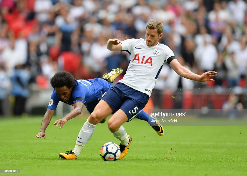 Willian of Chelsea and Jan Vertonghen of Tottenham Hotspur battle for possession during the Premier League match between Tottenham Hotspur and Chelsea at Wembley Stadium on August 20, 2017 in London, England.