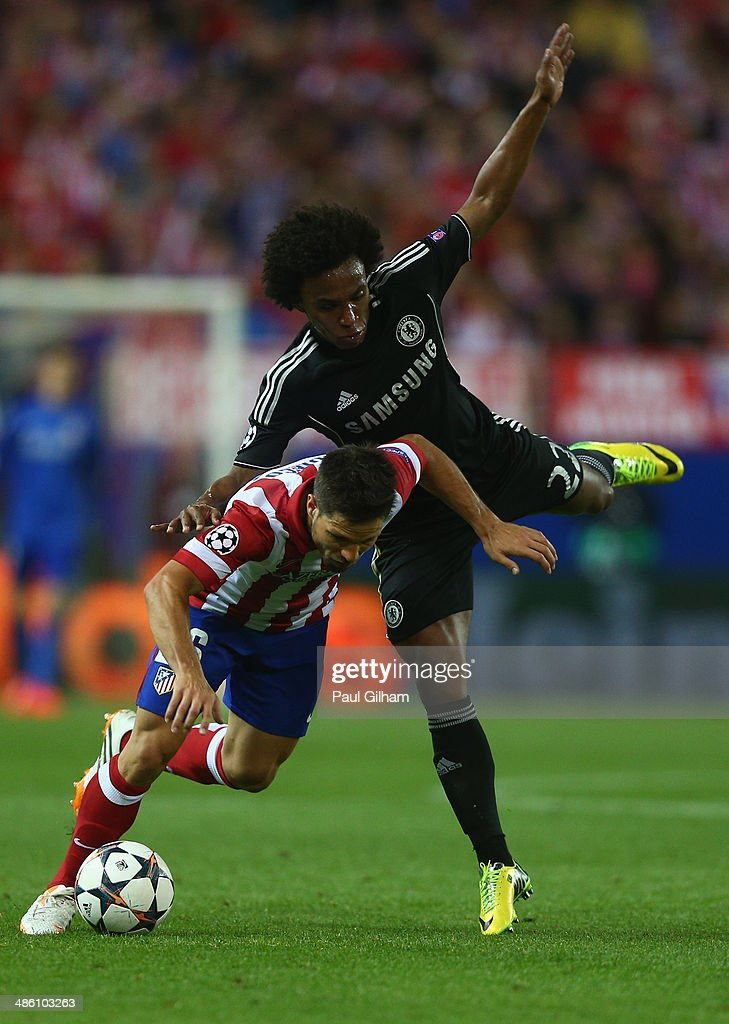 Willian of Chelsea battles for the ball with Diego of Atletcio Madrid during the UEFA Champions League Semi Final first leg match between Club Atletico de Madrid and Chelsea at Vicente Calderon Stadium on April 22, 2014 in Madrid, Spain.