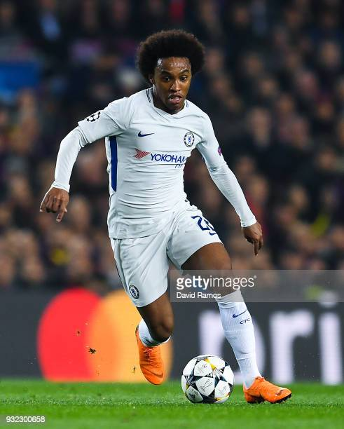 Willian of Chelsea FC runs with the ball during the UEFA Champions League Round of 16 Second Leg match FC Barcelona and Chelsea FC at Camp Nou on...
