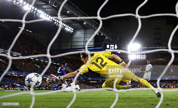 Willian of Chelsea scores Chelsea's 2nd goal during the UEFA Champions League Group G match between Chelsea FC and FC Porto at Stamford Bridge on...