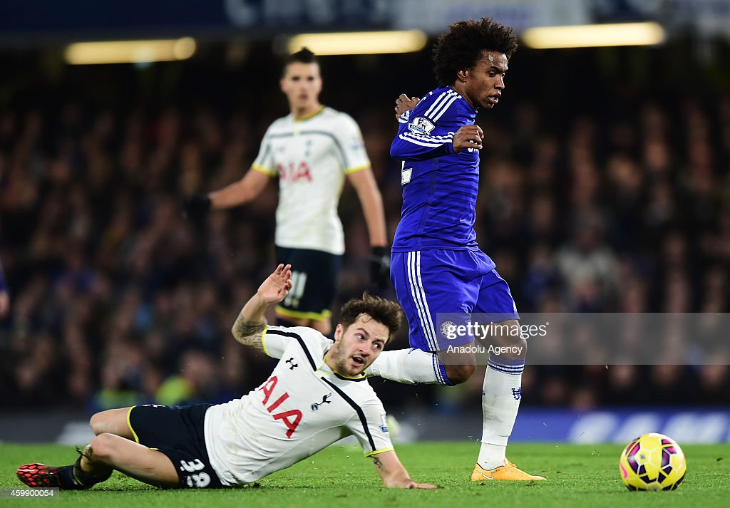 Willian (R) of Chelsea vies with Ryan Mason of Tottenham Hotspur (L) during the Barclays Premier League match between Chelsea and Tottenham Hotspur at Stamford Bridge in London, England on December 03, 2014.