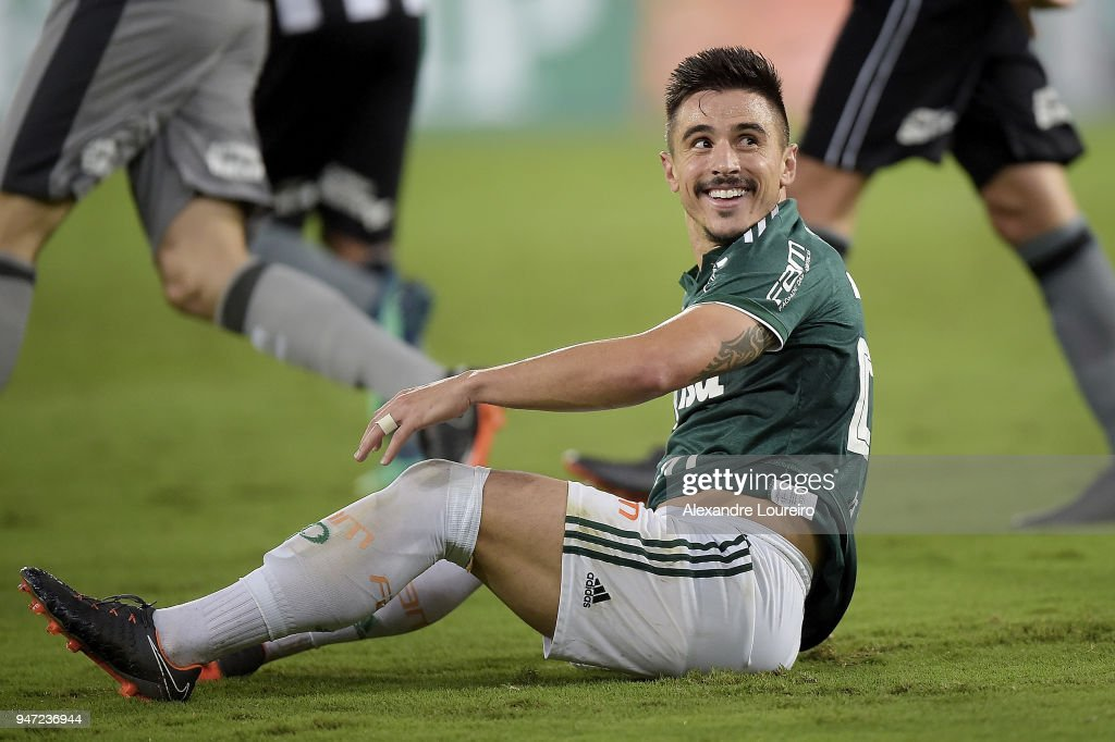 Willian of Palmeiras reacts during the match between Botafogo and Palmeiras as part of Brasileirao Series A 2018 at Engenhao Stadium on April 16, 2018 in Rio de Janeiro, Brazil.