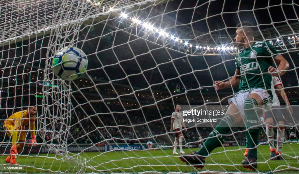 Willian of Palmeiras scoring a goal during a match between Palmeiras and Flamengo for the Brasileirao Series A 2018 at Allianz Parque Stadium on June 13, 2018 in Sao Paulo, Brazil.