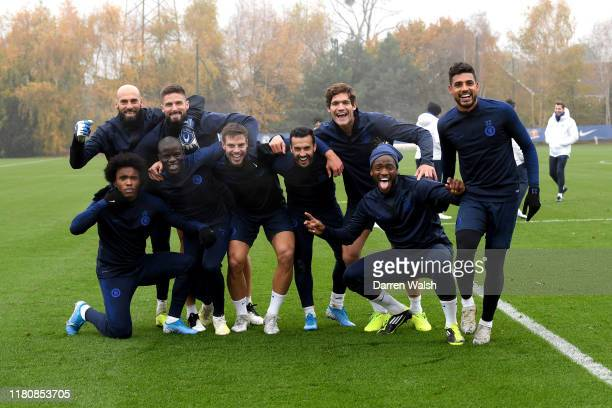 Willian Willy Gaballero Olivier Giroud N'Golo Kante Cesar Azpilicueta Pedro Marcos Alonso Michy Batshuayi and Emerson of Chelsea celebrate winning...