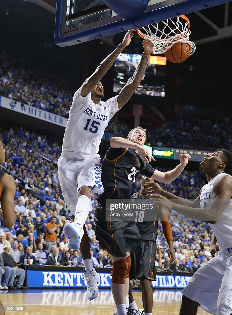 Willie Cauley-Stein #15 of the Kentucky Wildcats dunks the ball during the game against the Texas Longhorns at Rupp Arena on December 5, 2014 in Lexington, Kentucky.