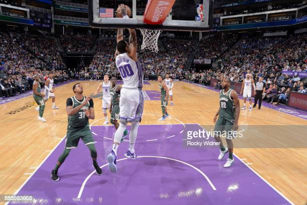 Willie CauleyStein of the Sacramento Kings dunks against the Milwaukee Bucks on November 28 2017 at Golden 1 Center in Sacramento California NOTE TO...