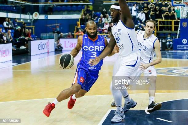 Willie Deane of Chalons Reims and Gavin Ware of Levallois during the Pro A match between Levallois and Chalons Reims at Salle Marcel Cerdan on...