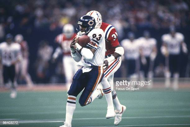 Willie Gault of the Chicago Bears catches the ball during Super Bowl XX against the New England Patriots on January 26 1986 at the Superdome in New...