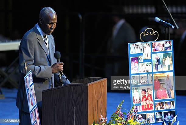 Willie Herenton former mayor of Memphis speaks during a memorial service honoring the life of Lorenzen Wright on August 4 2010 at FedExForum in...