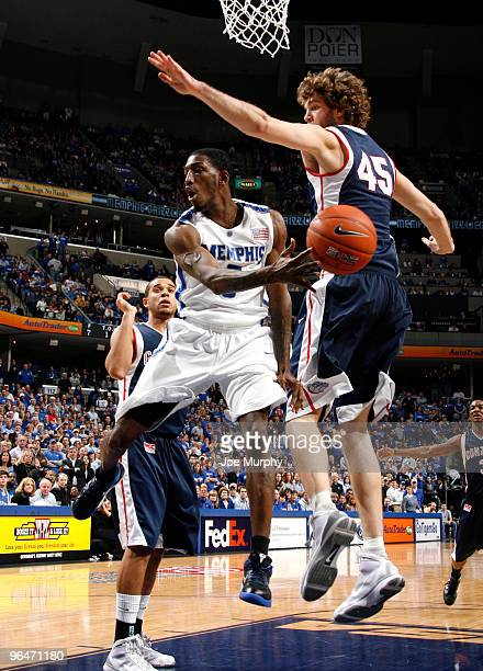 Willie Kemp of the Memphis Tigers makes a no look pass against Will Foster of the Gonzaga Bulldogs on February 6, 2010 at FedExForum in Memphis,...