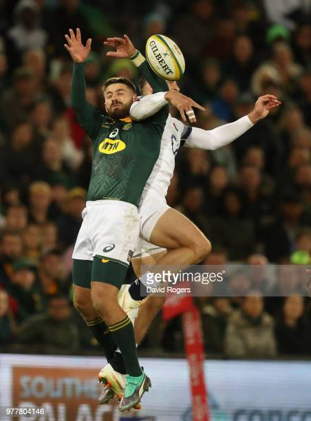 Willie le Roux of South Africa is challenged by Jonny May during the second test match between South Africa and England at Toyota Stadium on June 16...