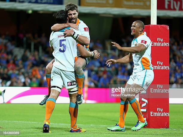 Willie le Roux of the Cheetahs celebrates his try with team mates to give the Cheetahs victory during the round six Super Rugby match between the...