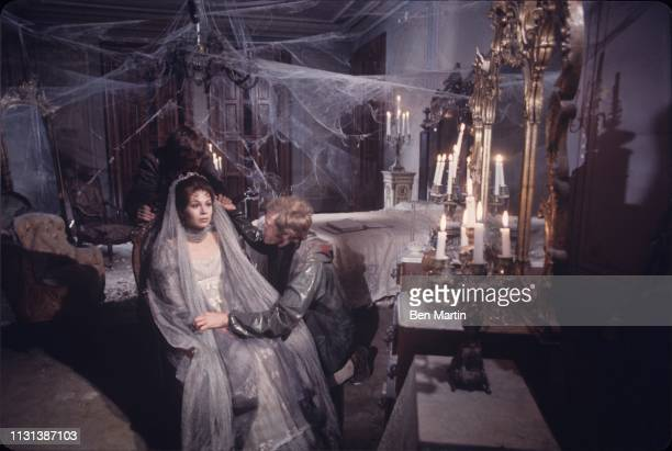 Willie Loomis Josette DuPres Jeff Clark in wedding scene House Of Dark Shadows 1970