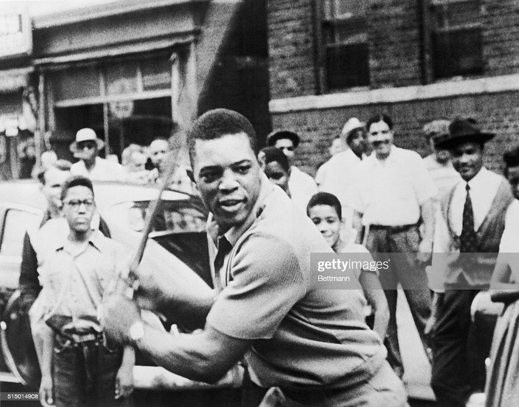 Willie Mays Playing Stickball : News Photo