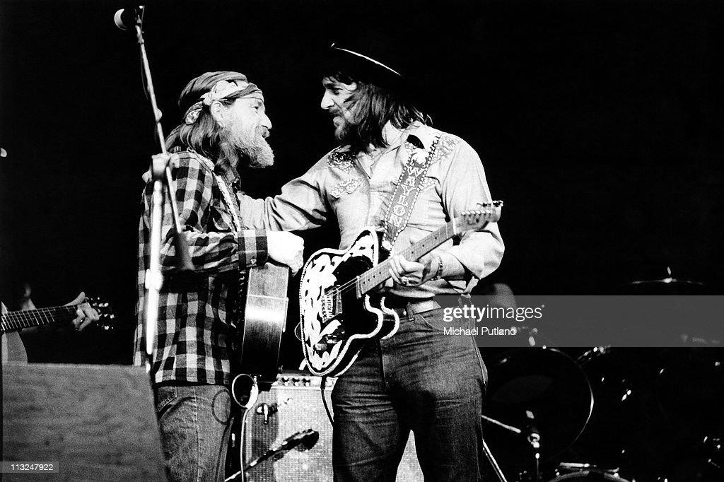 Willie Nelson And Waylon Jennings : News Photo