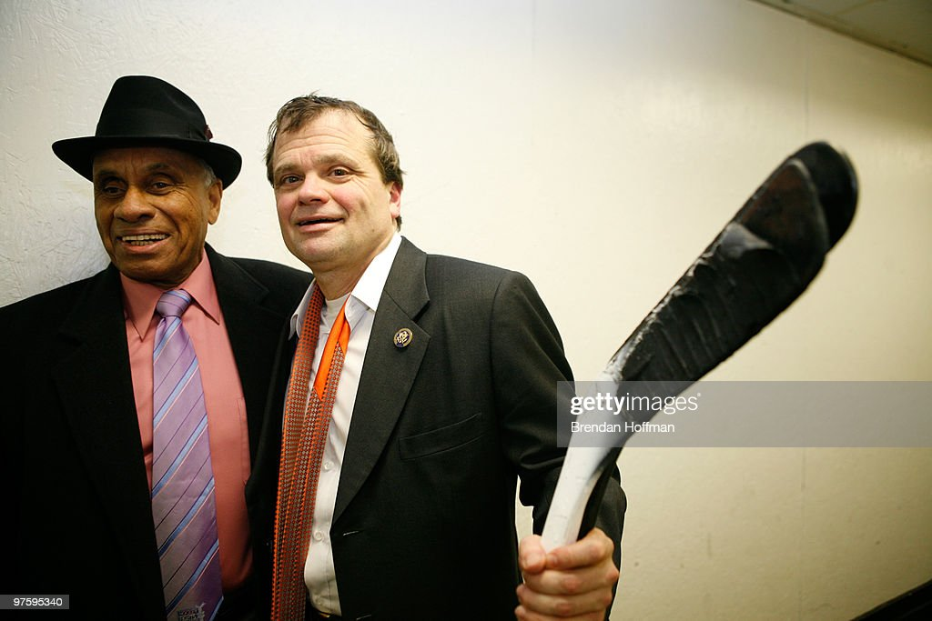 NHL, Capitals & US Congress Team Up For Fort Dupont Ice Hockey : Nachrichtenfoto