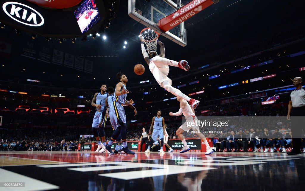 Willie Reed #35 of the Los Angeles Clippers slam dunks against the Memphis Grizzlies during the second half at Staples Center on January 2, 2018 in Los Angeles, California.