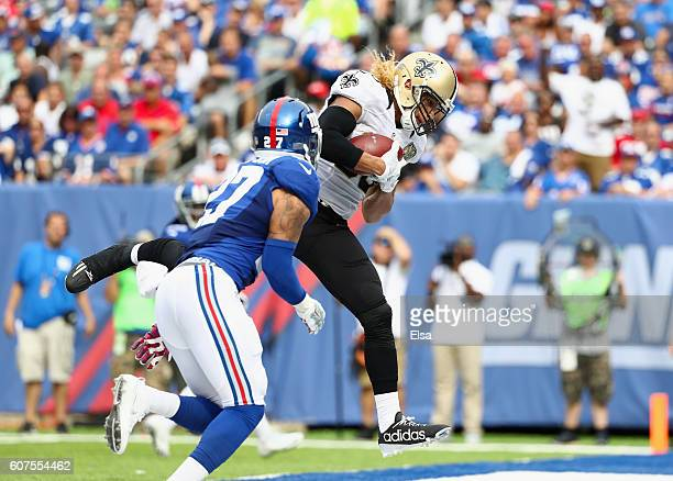 Willie Snead IV of the New Orleans Saints makes a catch to run 17yards for a touchdown against Darian Thompson of the New York Giants during the...
