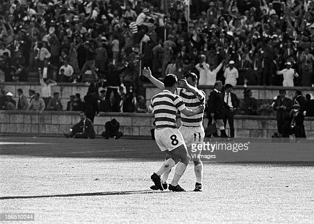 Willie Wallace of Celtic Bobby Lennox of Celtic during the Europa Cup match between Celtig Glasgow and Inter Milan on May 25 1967 at Lissabon Portugal