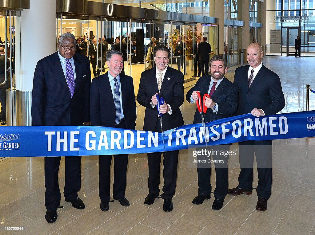 Willis Reed, Hank Ratner, Governor Andrew Cuomo, Jim Dolan and Mark Messier attend Madison Square Garden transformation unveiling at Madison Square Garden on October 24, 2013 in New York City.