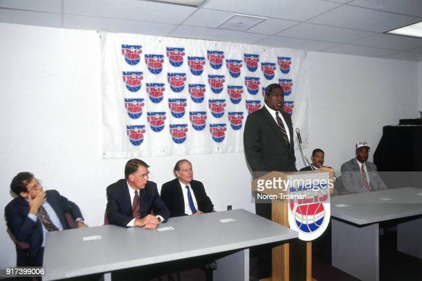Willis Reed of The New Jersey Nets introduce there new draftee Ed O'Bannon at a press conference on June 29 1995 in East Rutherford New Jersey NOTE...