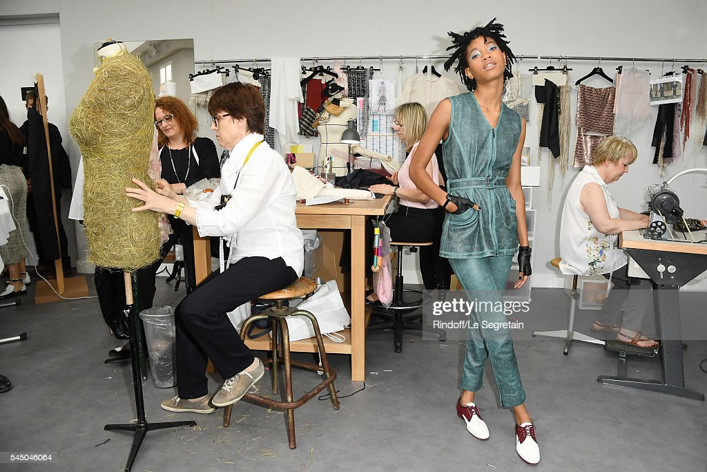 Chanel : Front Row - Paris Fashion Week - Haute Couture Fall/Winter 2016-2017 : News Photo