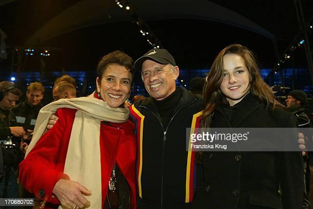 Willy Bogner Mit Ehefrau Sonja Tochter Florinda Bei Feier Zu 70 Jahre Sport Style Auf Dem Münchener Airport Center