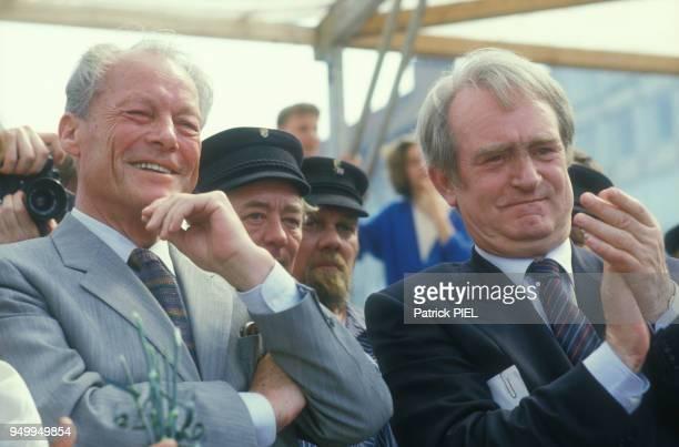 Willy Brandt et Johannes Rau lors de la campagne pour les élections régionales le 8 juin 1986 en Allemagne