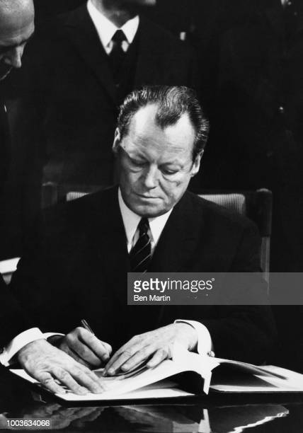 Willy Brandt German Chancellor in Warsaw Dec 7 1970 signing agreement