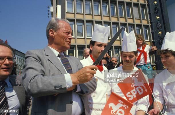 Willy Brandt lors de la campagne pour les élections régionales le 8 juin 1986 en Allemagne