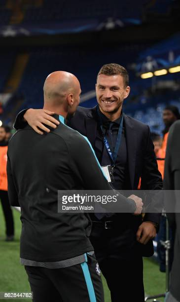 Willy Caballero of Chelsea and Edin Dzeko of AS Roma speak prior to the UEFA Champions League group C match between Chelsea FC and AS Roma at...