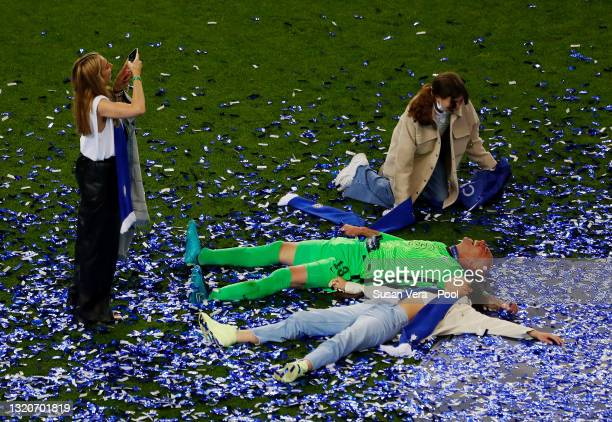 Willy Caballero of Chelsea celebrates winning the UEFA Champions League Final between Manchester City and Chelsea FC at Estadio do Dragao on May 29,...