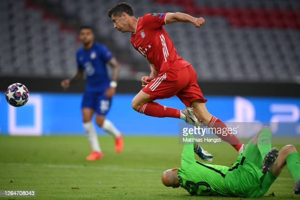 Willy Caballero of Chelsea collides with Robert Lewandowski of Bayern Munich which leads to Bayern Munich being awarded a penalty during the UEFA...