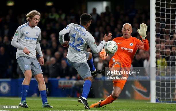 Willy Caballero of Chelsea makes a save from Aaron Lennon of Everton during the Carabao Cup Fourth Round match between Chelsea and Everton at...