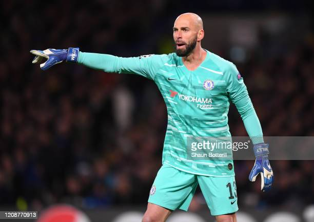Willy Caballero of Chelsea shoots instructions during the UEFA Champions League round of 16 first leg match between Chelsea FC and FC Bayern Muenchen...