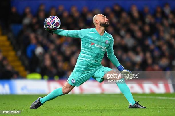Willy Caballero of Chelsea throws the ball during the UEFA Champions League round of 16 first leg match between Chelsea FC and FC Bayern Muenchen at...
