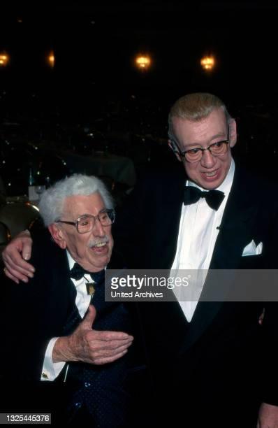 Willy Milowitsch und Horst Tappert bei der Verleihung des Telestar 1998 in Köln, Deutschland 1998 im Maritim Hotel(.