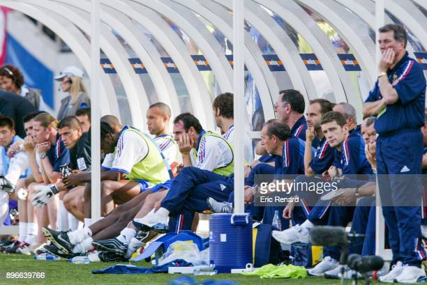 Willy Sagnol Emmanuel Petit Gregory Coupet Mikael Silvestre Alain Boghossian and head coach Roger Lemerre of France on the bench during the world cup...