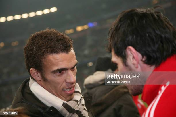 Willy Sagnol of Bayern says good bye to his leaving teammate Valerien Ismael during the UEFA Cup Group F match between Bayern Munich and Aris...