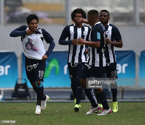 Willyan Mimbela of Alianza Lima celebrates with his teammates after scoring during a match between Sporting Cristal and Alianza Lima as part of 8th...