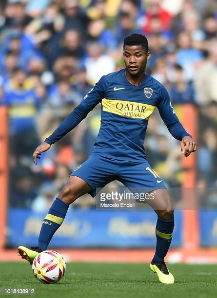 Wilmar Barrios of Boca Juniors drives the ball during a match between Boca Juniors and Talleres as part of Superliga Argentina 2018/19 at Estadio...