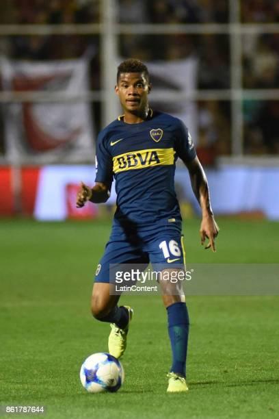 Wilmar Barrios of Boca Juniors drives the ball during a match between Patronato and Boca Juniors as part of Superliga 2017/18 at Presbitero Bartolome...