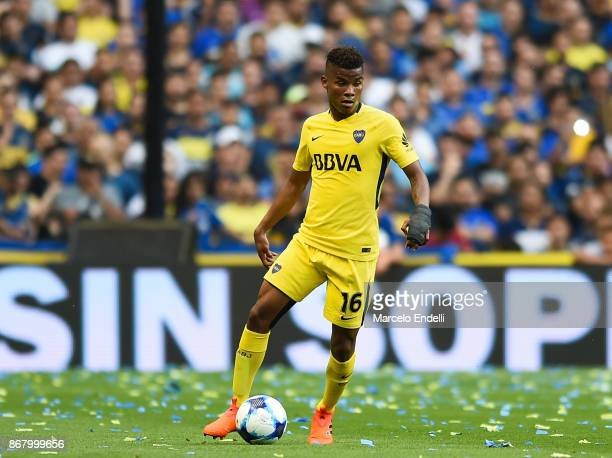 Wilmar Barrios of Boca Juniors drives the ball during a match between Boca Juniors and Belgrano as part of Superliga 2017/18 at Alberto J Armando...
